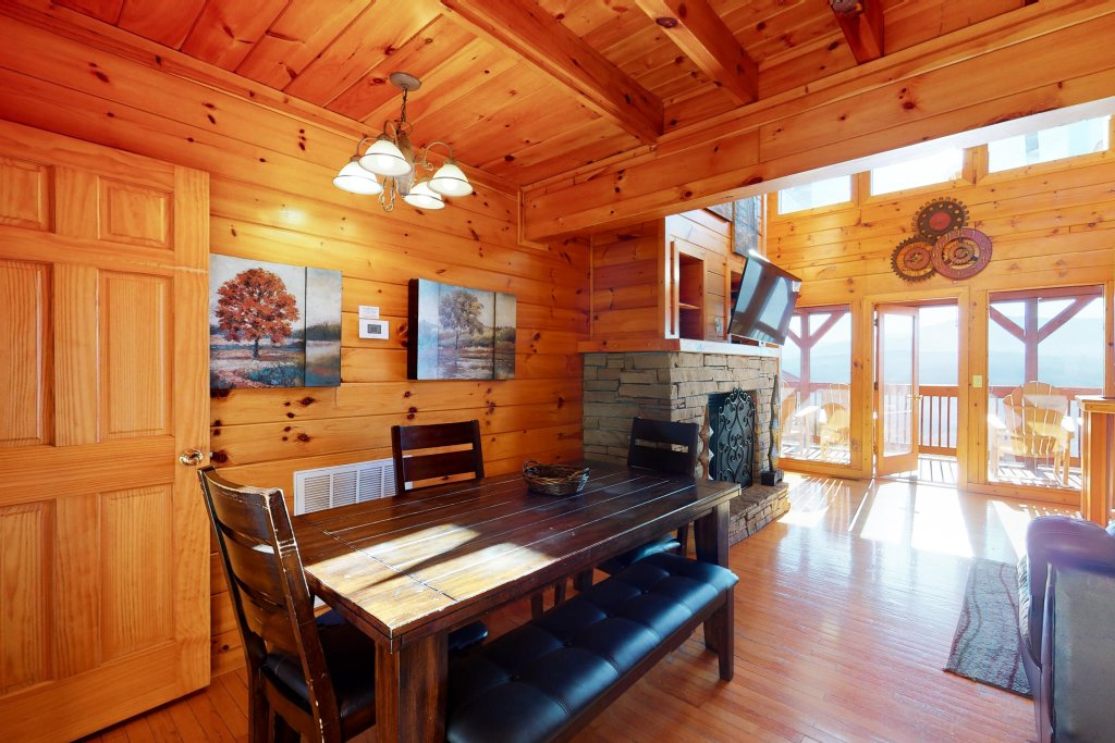 Photo of a Pigeon Forge Cabin named Grand View Lodge - This is the fifth photo in the set.