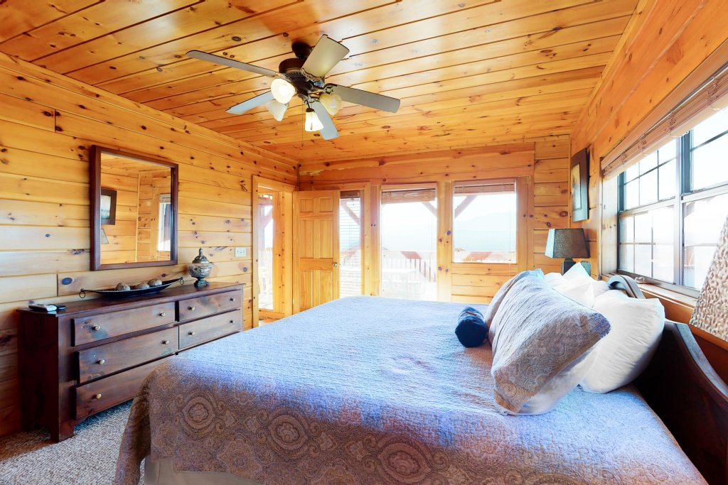 Photo of a Pigeon Forge Cabin named Grand View Lodge - This is the thirteenth photo in the set.
