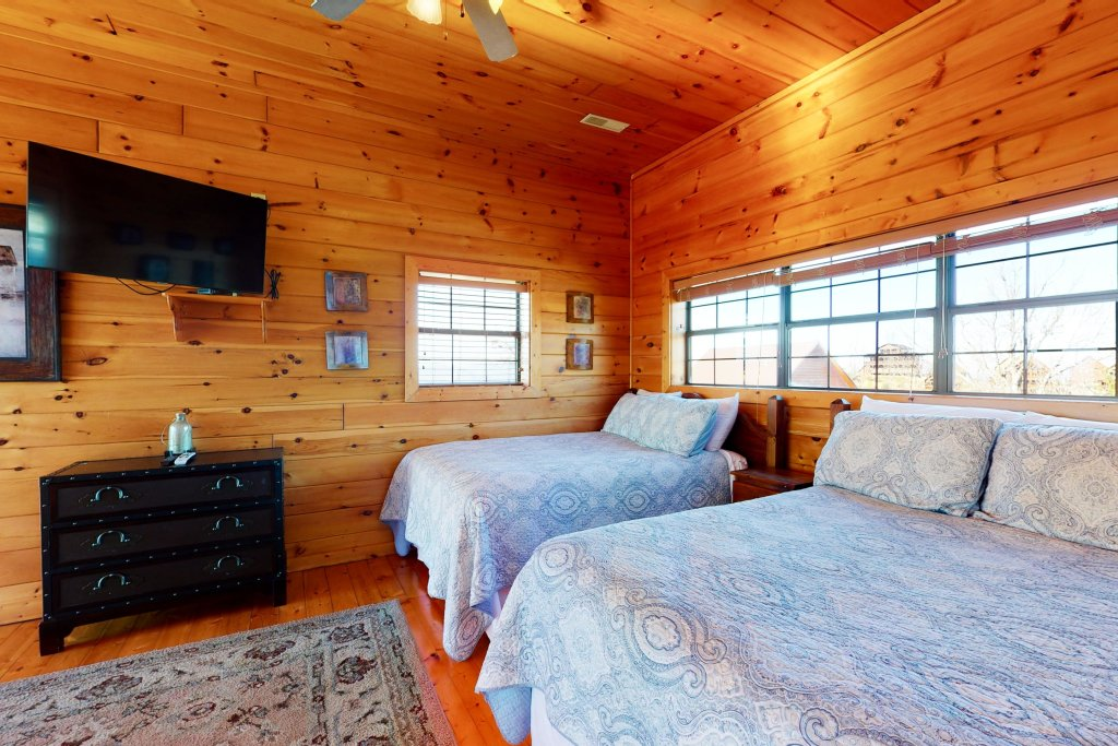 Photo of a Pigeon Forge Cabin named Grand View Lodge - This is the sixteenth photo in the set.