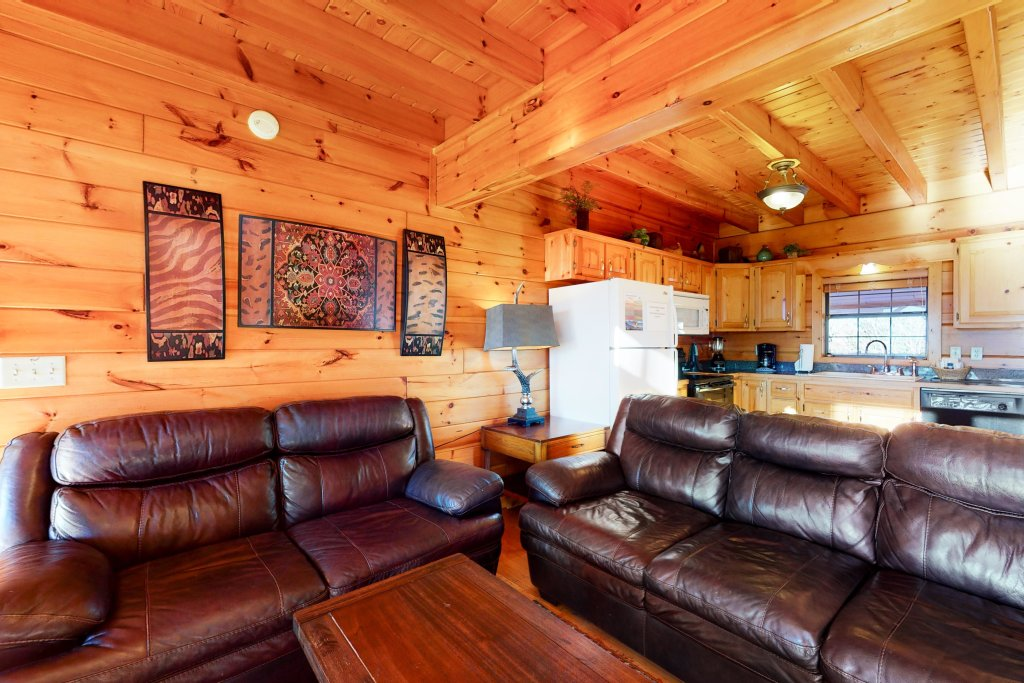 Photo of a Pigeon Forge Cabin named Grand View Lodge - This is the second photo in the set.