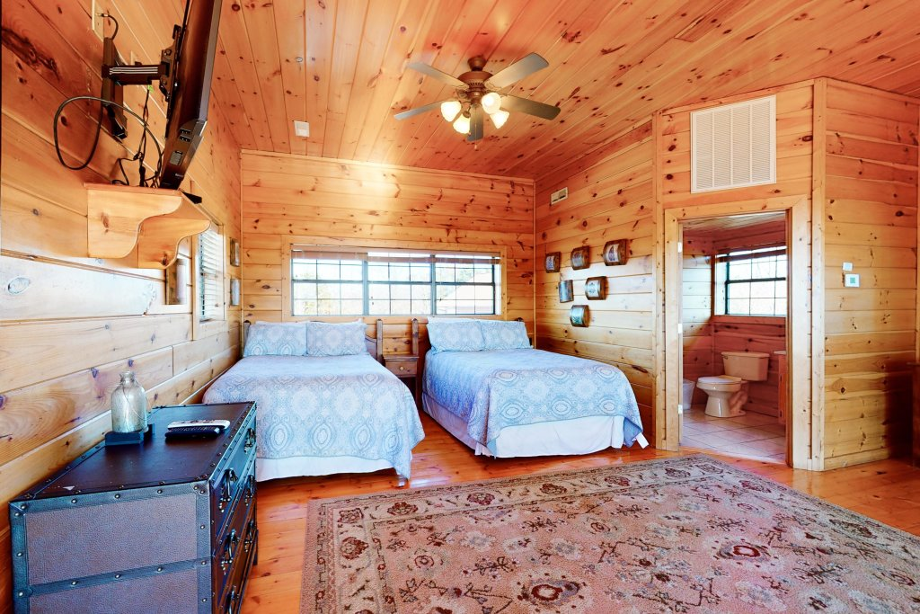 Photo of a Pigeon Forge Cabin named Grand View Lodge - This is the seventeenth photo in the set.