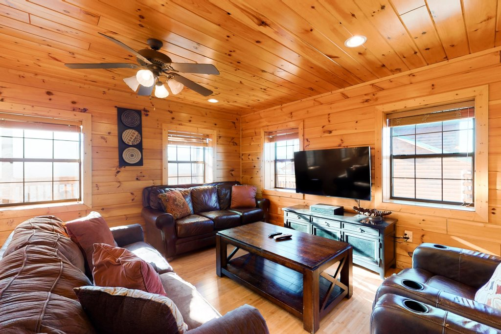 Photo of a Pigeon Forge Cabin named Grand View Lodge - This is the twenty-seventh photo in the set.