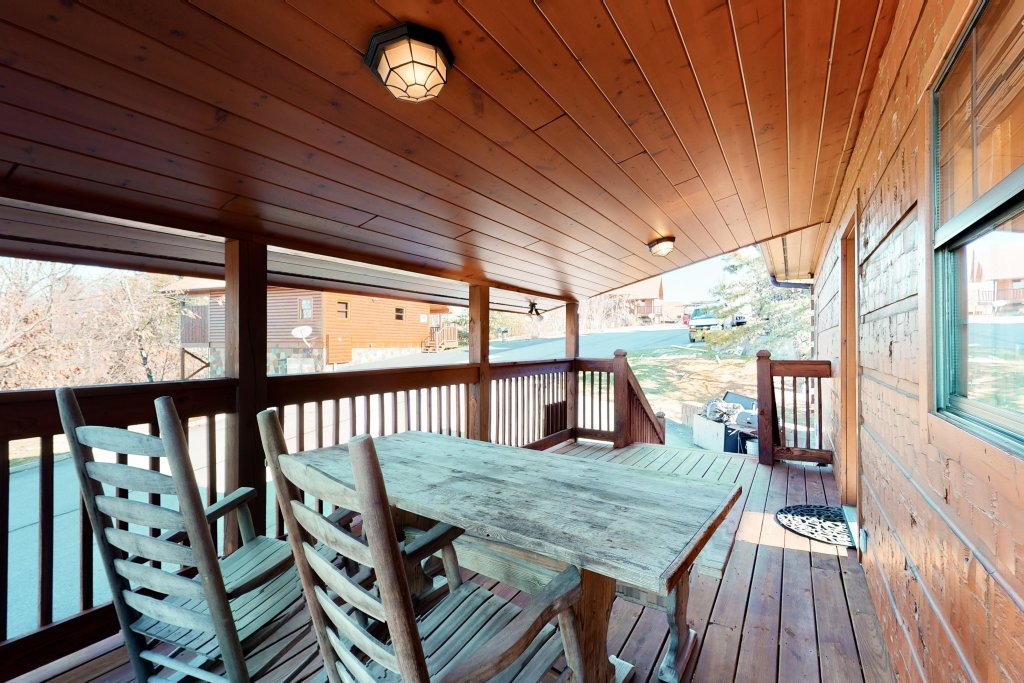 Photo of a Pigeon Forge Cabin named Grand View Lodge - This is the thirty-second photo in the set.