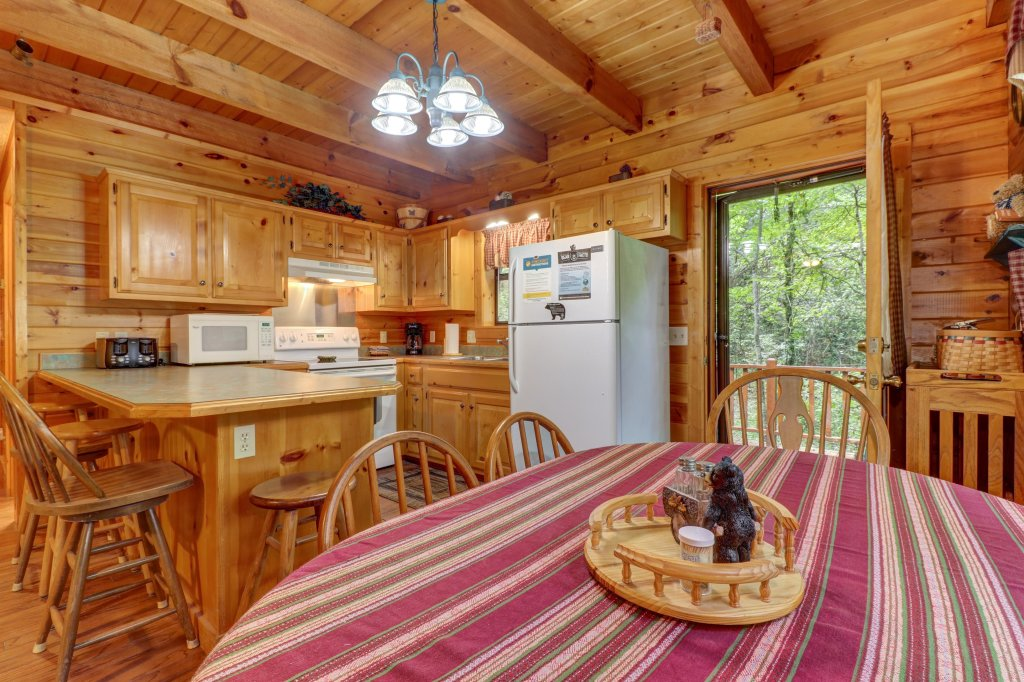 Photo of a Sevierville Cabin named Friendly Bear Cabin - This is the eleventh photo in the set.