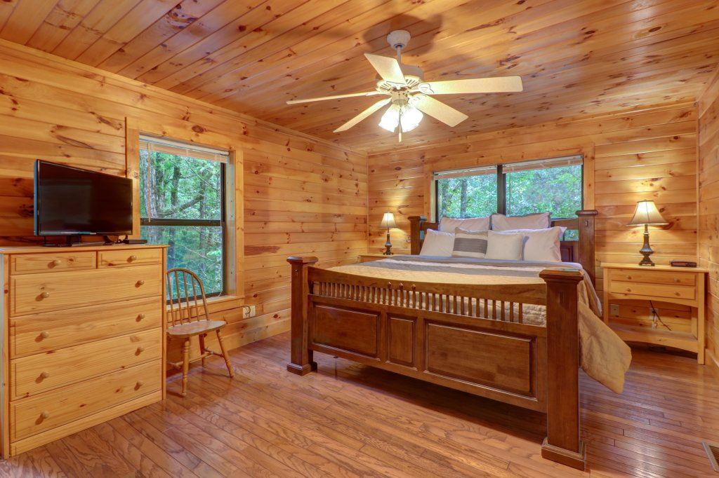 Photo of a Sevierville Cabin named Friendly Bear Cabin - This is the sixteenth photo in the set.