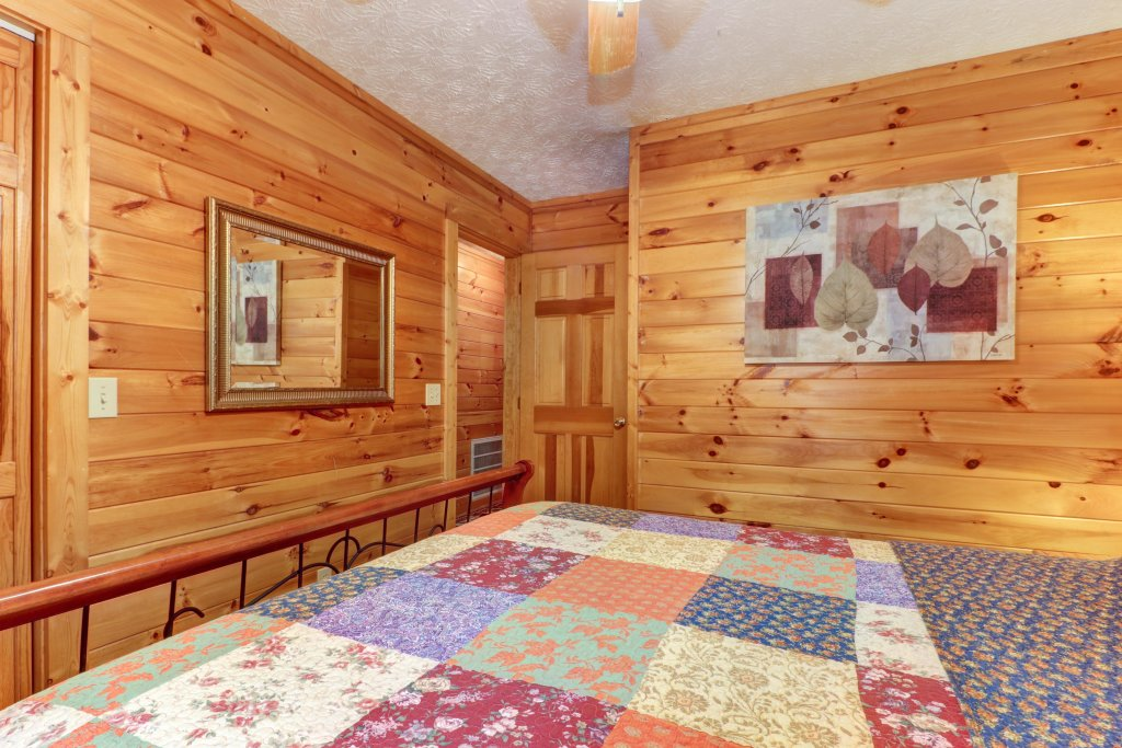 Photo of a Sevierville Cabin named Friendly Bear Cabin - This is the twenty-second photo in the set.