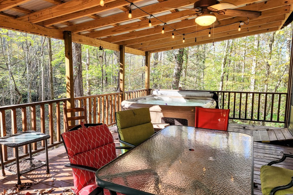 Photo of a Sevierville Cabin named Friendly Bear Cabin - This is the twenty-eighth photo in the set.