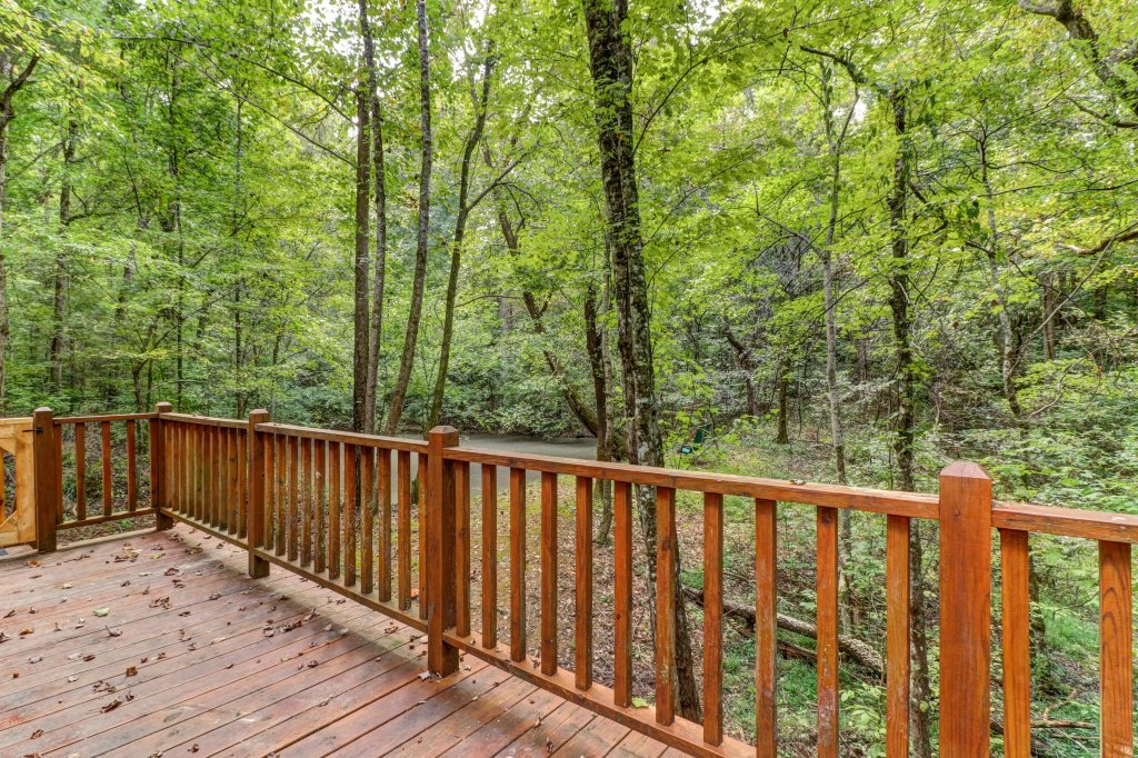 Photo of a Sevierville Cabin named Friendly Bear Cabin - This is the twenty-ninth photo in the set.