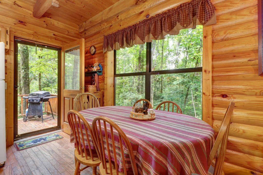 Photo of a Sevierville Cabin named Friendly Bear Cabin - This is the thirty-third photo in the set.