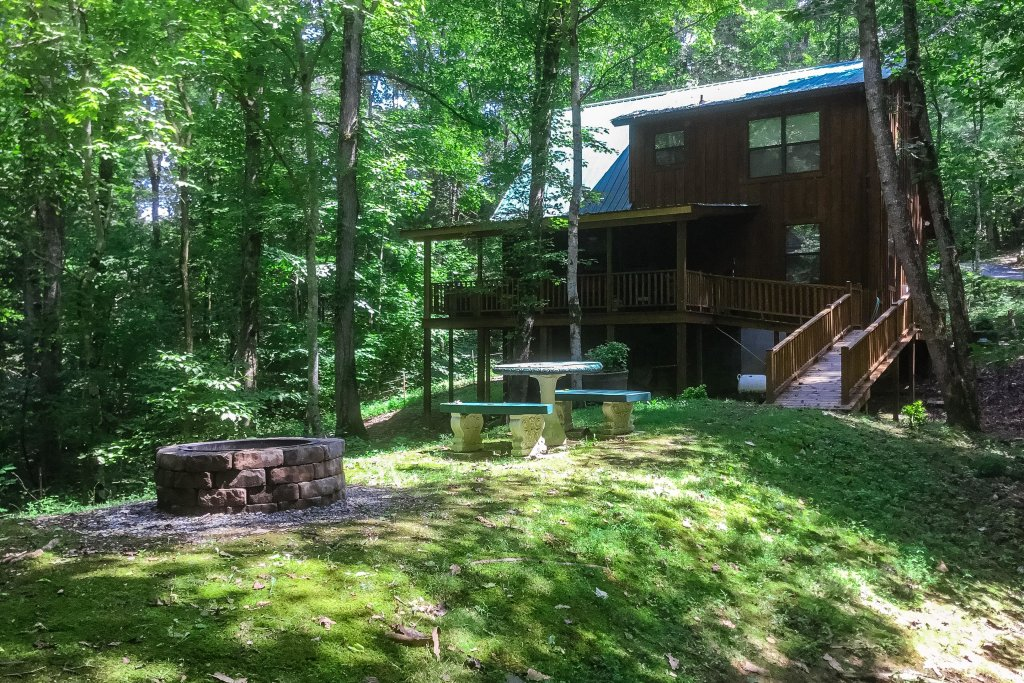 Photo of a Sevierville Cabin named Friendly Bear Cabin - This is the thirty-seventh photo in the set.