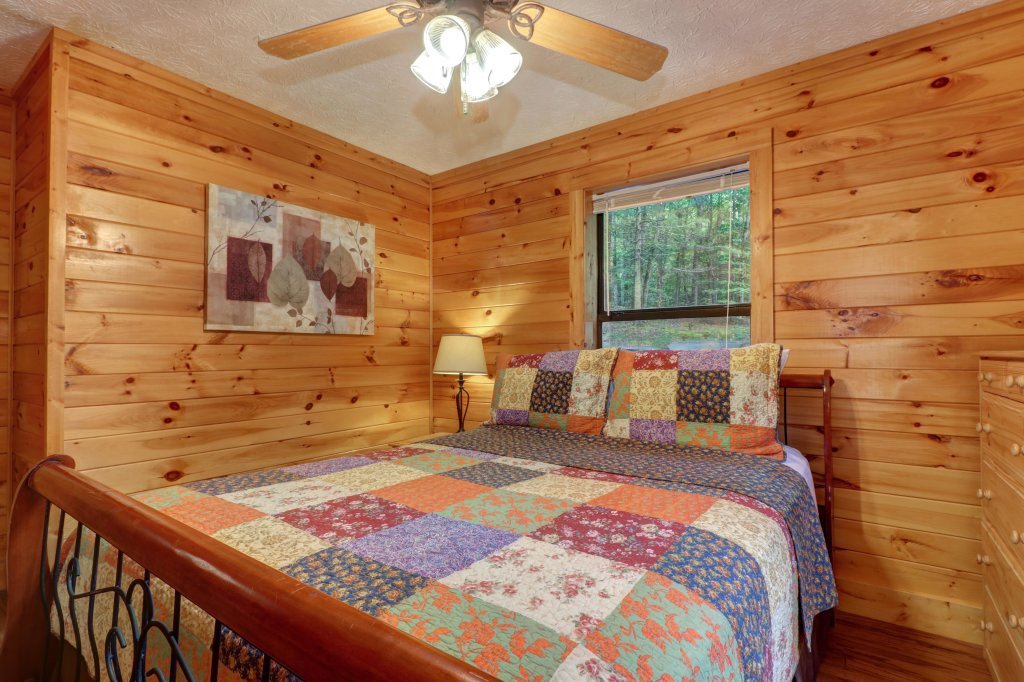 Photo of a Sevierville Cabin named Friendly Bear Cabin - This is the twenty-first photo in the set.