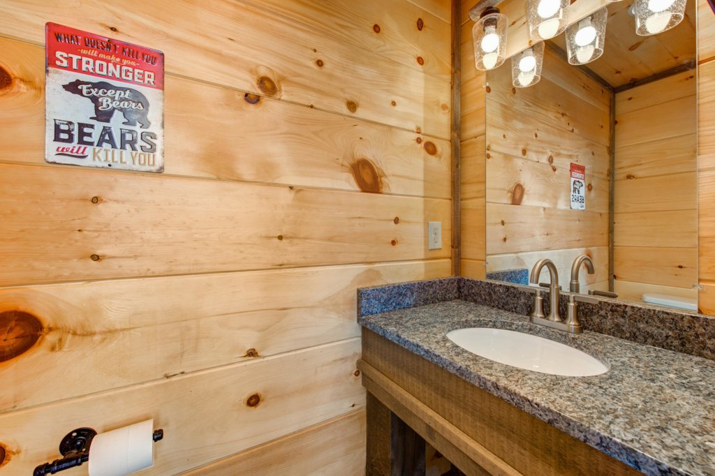 Photo of a Sevierville Cabin named Bearfoot Landing - This is the eighteenth photo in the set.
