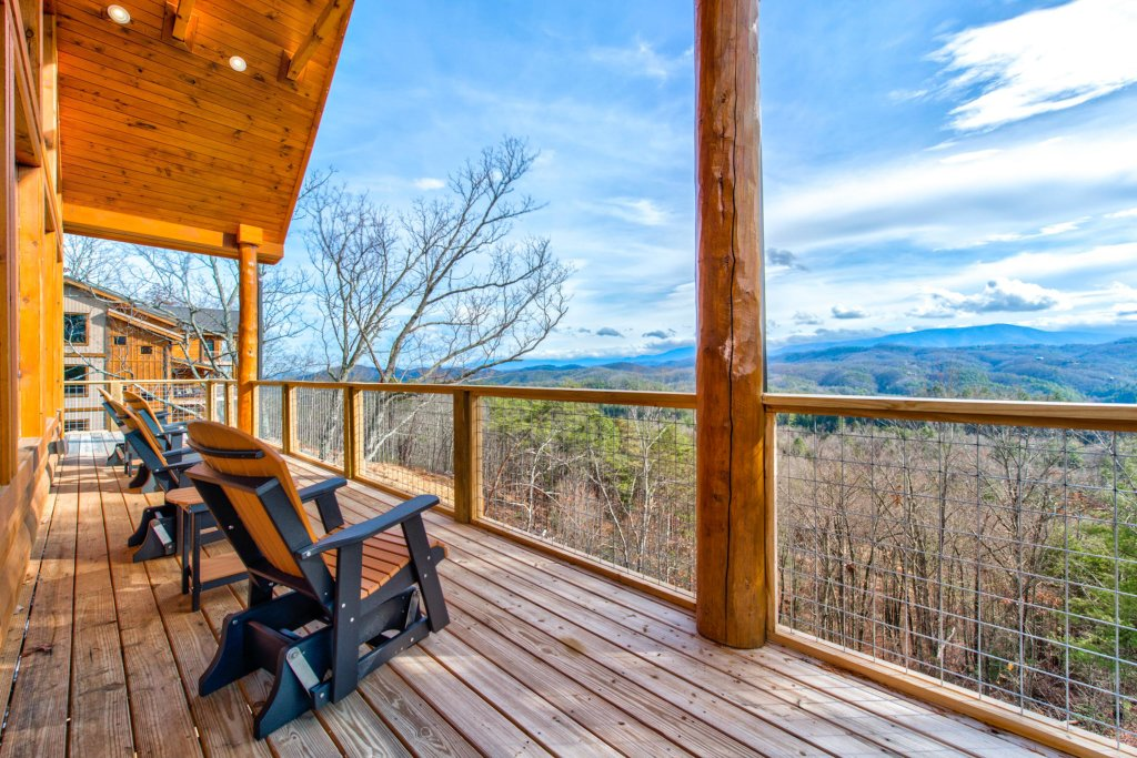 Photo of a Sevierville Cabin named Bearfoot Landing - This is the fourth photo in the set.