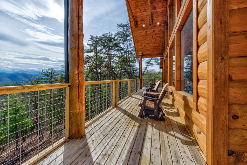 Photo of a Sevierville Cabin named Bearfoot Landing - This is the twenty-fifth photo in the set.