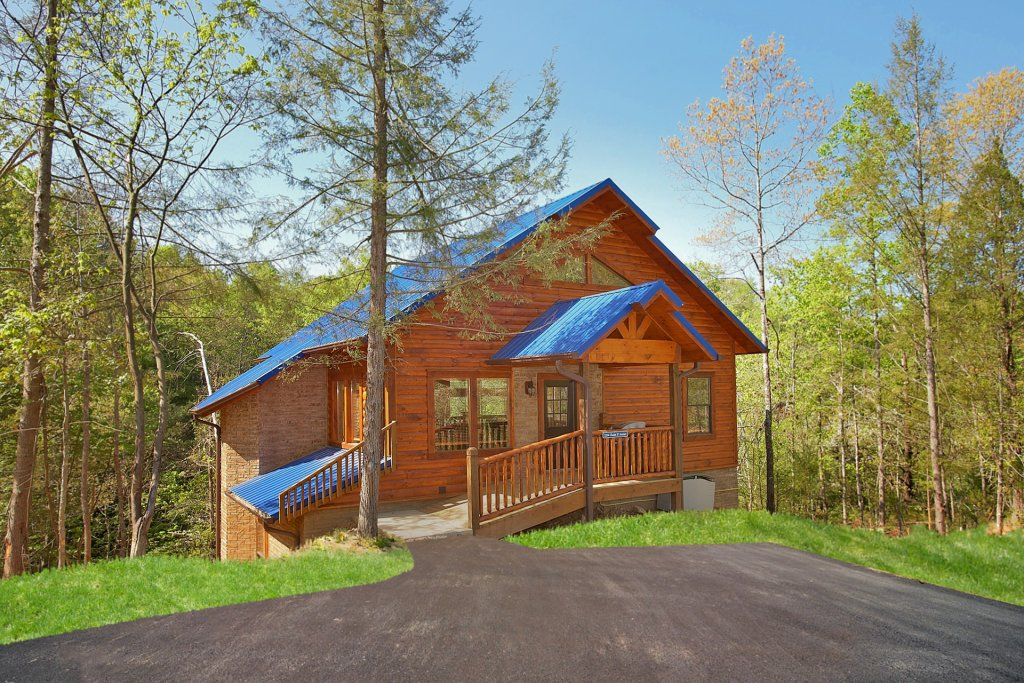 Photo of a Gatlinburg Cabin named Chalet D'amour - This is the twentieth photo in the set.