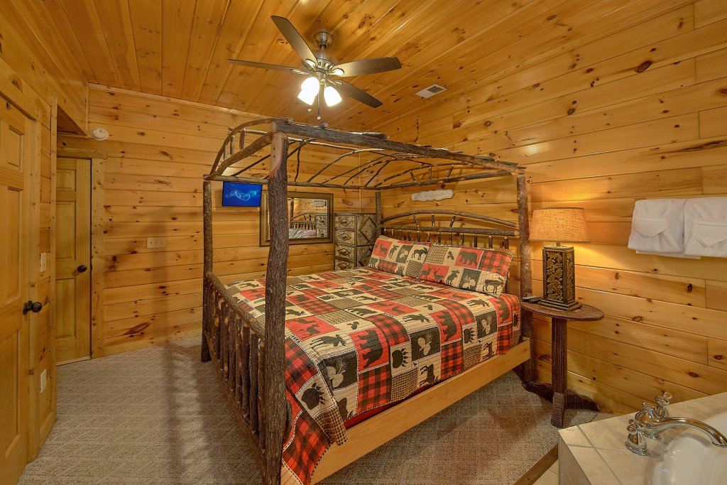 Photo of a Gatlinburg Cabin named Chalet D'amour - This is the eighteenth photo in the set.