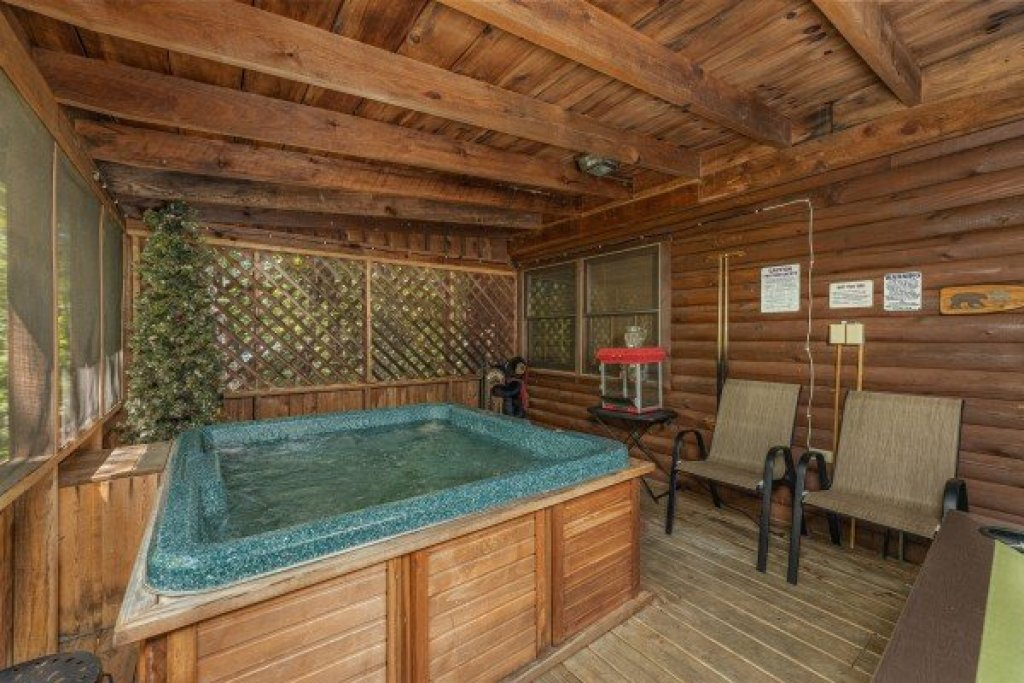 Photo of a Sevierville Cabin named Whispering Pines - This is the tenth photo in the set.