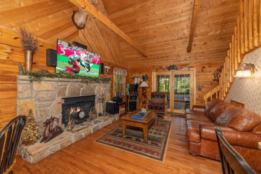 Photo of a Sevierville Cabin named Whispering Pines - This is the second photo in the set.