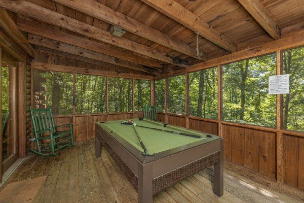 Photo of a Sevierville Cabin named Whispering Pines - This is the ninth photo in the set.