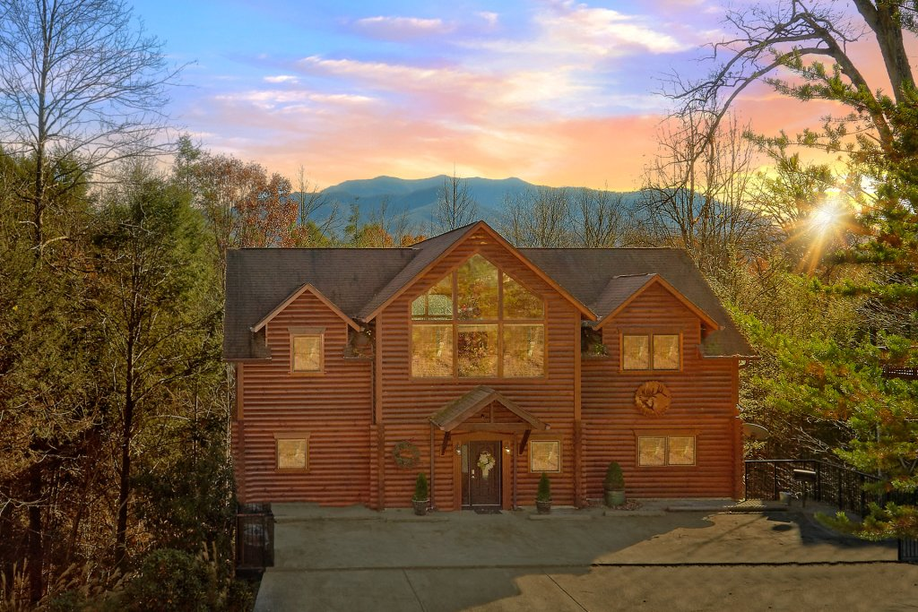 Photo of a Gatlinburg Cabin named Elkhorn Lodge - This is the first photo in the set.