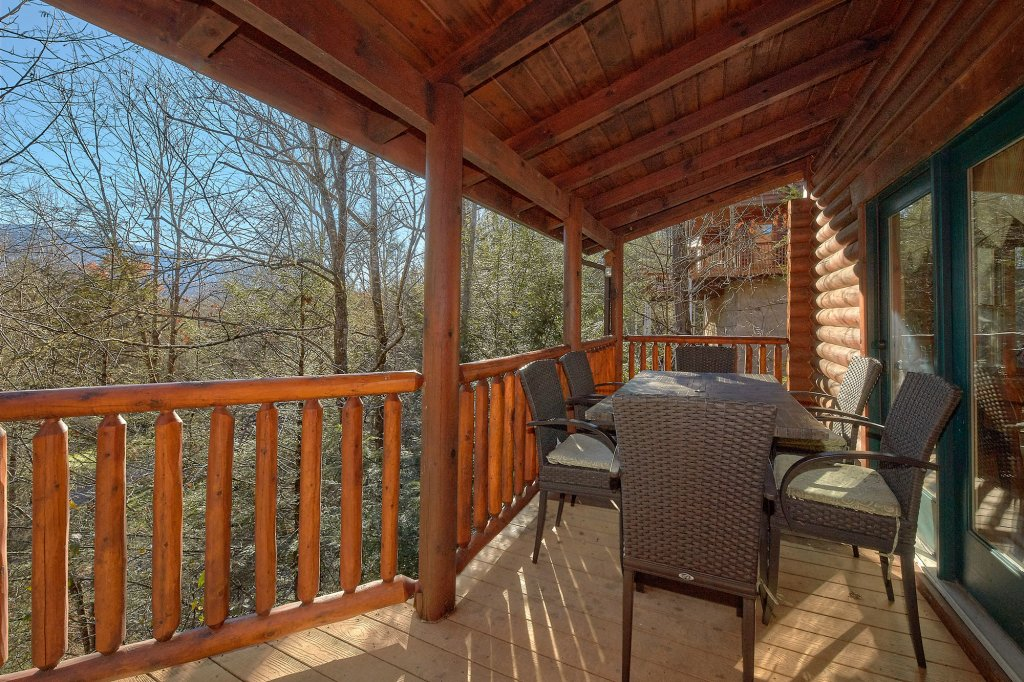 Photo of a Gatlinburg Cabin named Elkhorn Lodge - This is the third photo in the set.