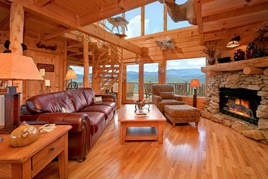 Cabin with lovely views, hot tub, fireplaces, and seasonal pool access