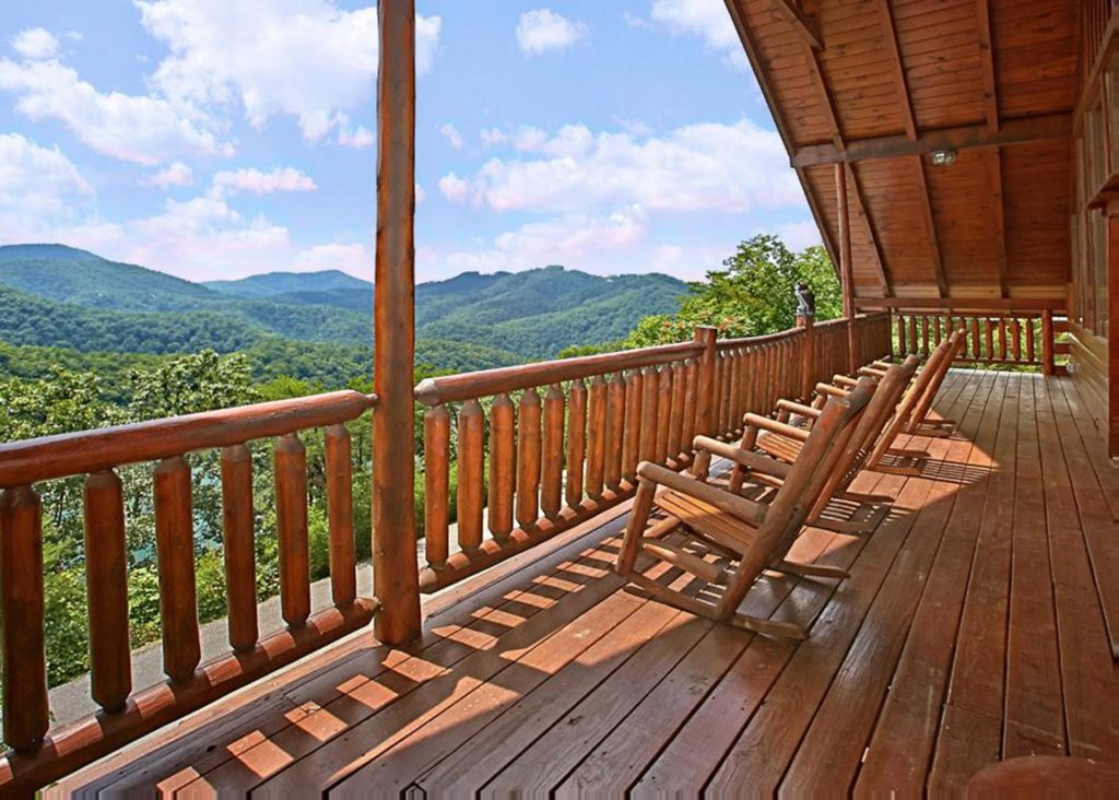Photo of a Sevierville Cabin named Above It All #38 - This is the twenty-second photo in the set.