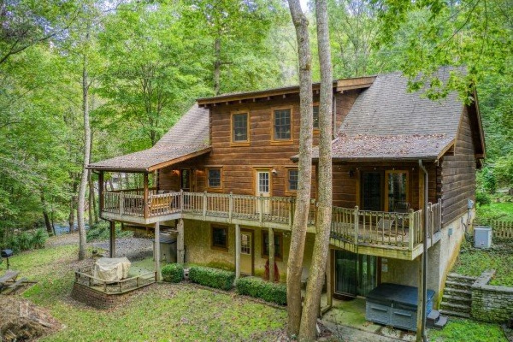 Photo of a Sevierville Cabin named Stream On! - This is the second photo in the set.