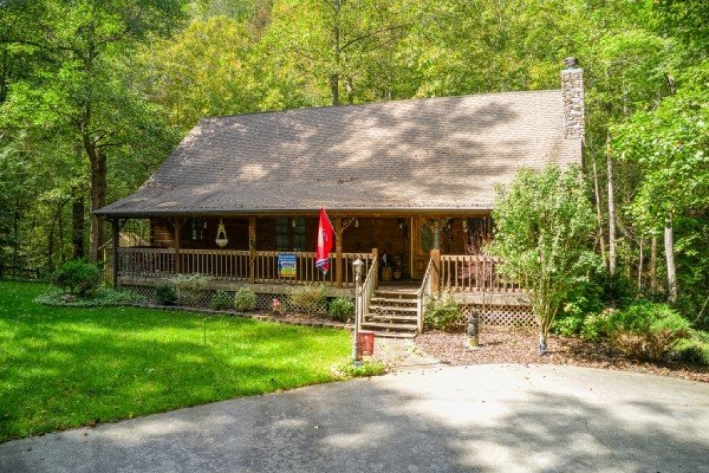 Photo of a Sevierville Cabin named Stream On! - This is the third photo in the set.