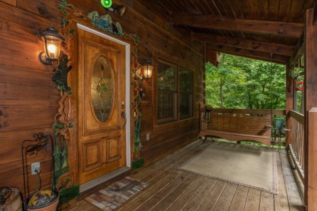Photo of a Sevierville Cabin named Stream On! - This is the fourth photo in the set.