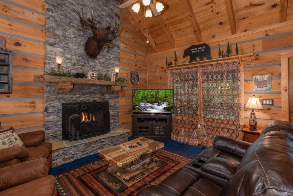 Photo of a Sevierville Cabin named Stream On! - This is the sixth photo in the set.