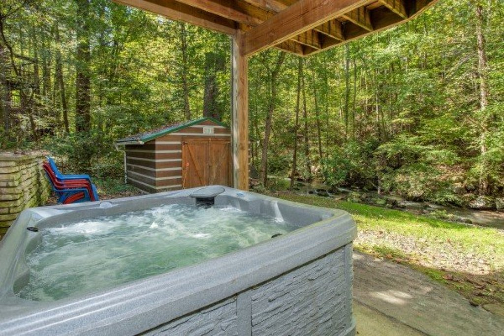 Photo of a Sevierville Cabin named Stream On! - This is the fifteenth photo in the set.