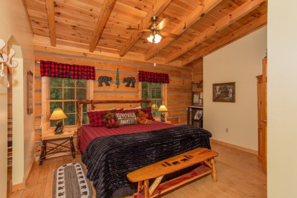 Photo of a Sevierville Cabin named Stream On! - This is the twenty-second photo in the set.