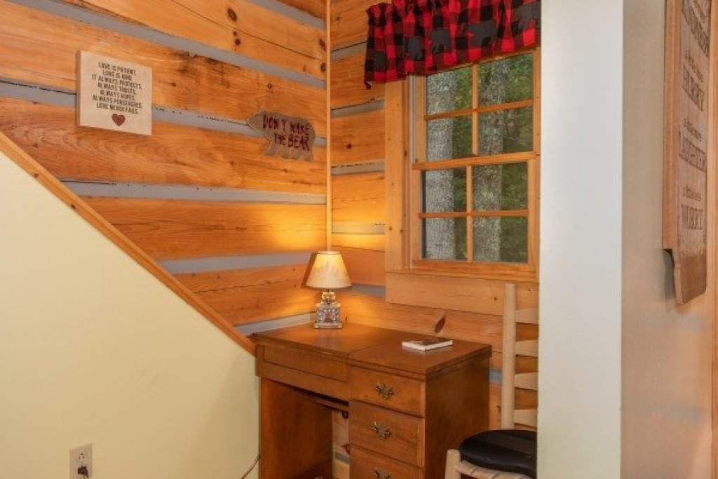 Photo of a Sevierville Cabin named Stream On! - This is the twenty-eighth photo in the set.