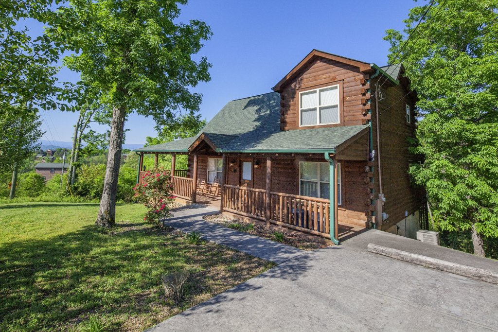 Photo of a Sevierville Cabin named Bear Hugs - This is the first photo in the set.
