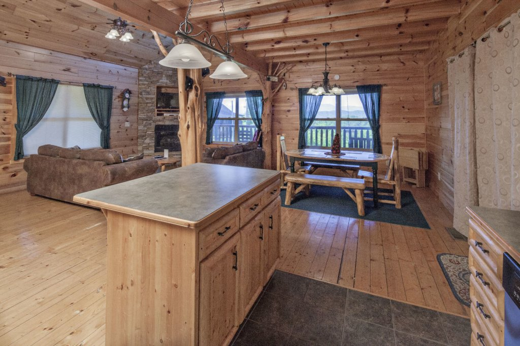 Photo of a Sevierville Cabin named Bear Hugs - This is the tenth photo in the set.