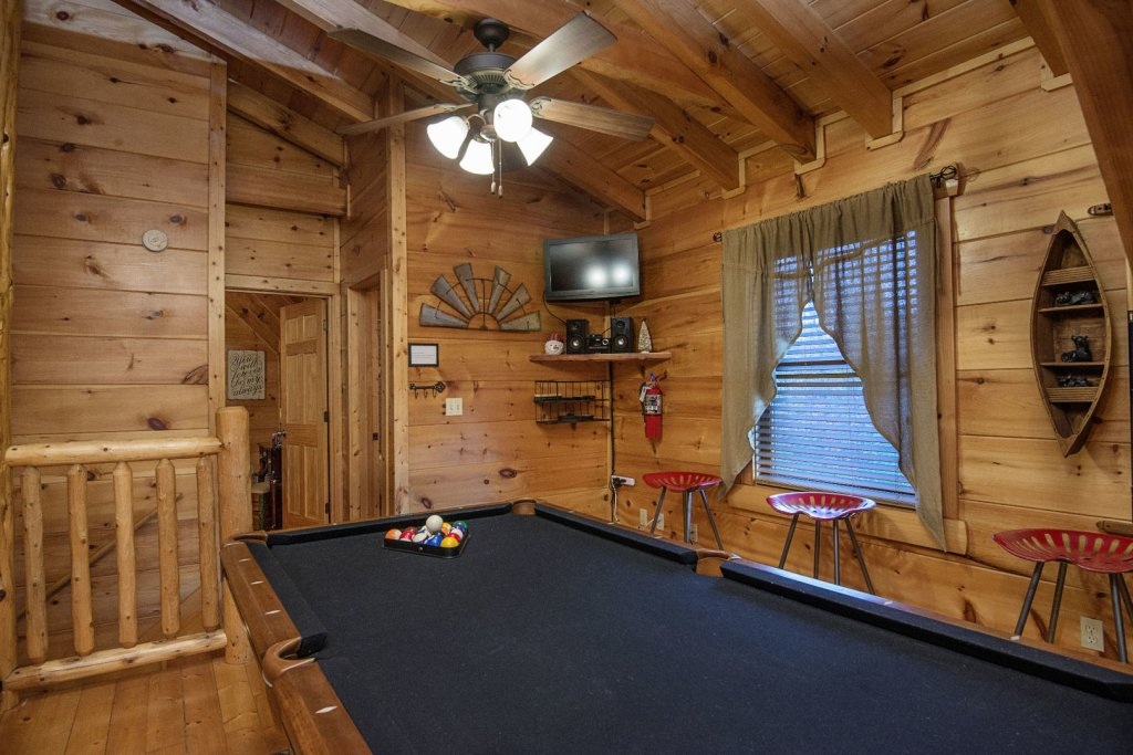 Photo of a Sevierville Cabin named Liam's Retreat - This is the thirty-third photo in the set.