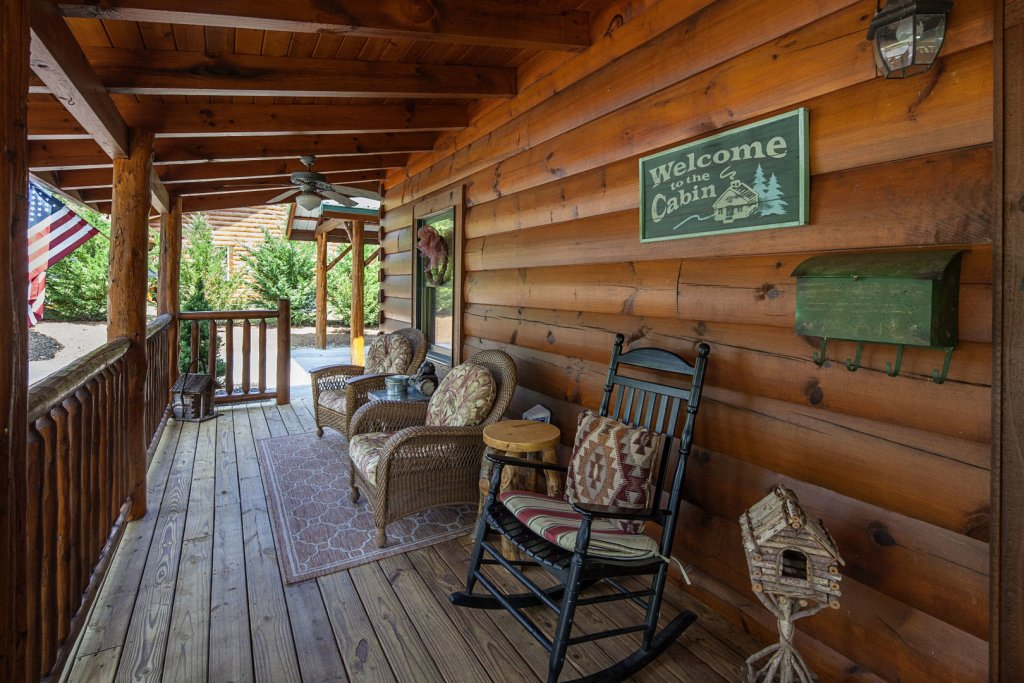 Photo of a Sevierville Cabin named Liam's Retreat - This is the twenty-fourth photo in the set.