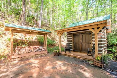 Free Tickets | Wood Burning Fireplace, Hot Tub, Wifi, Pool Table, Sleeps 7