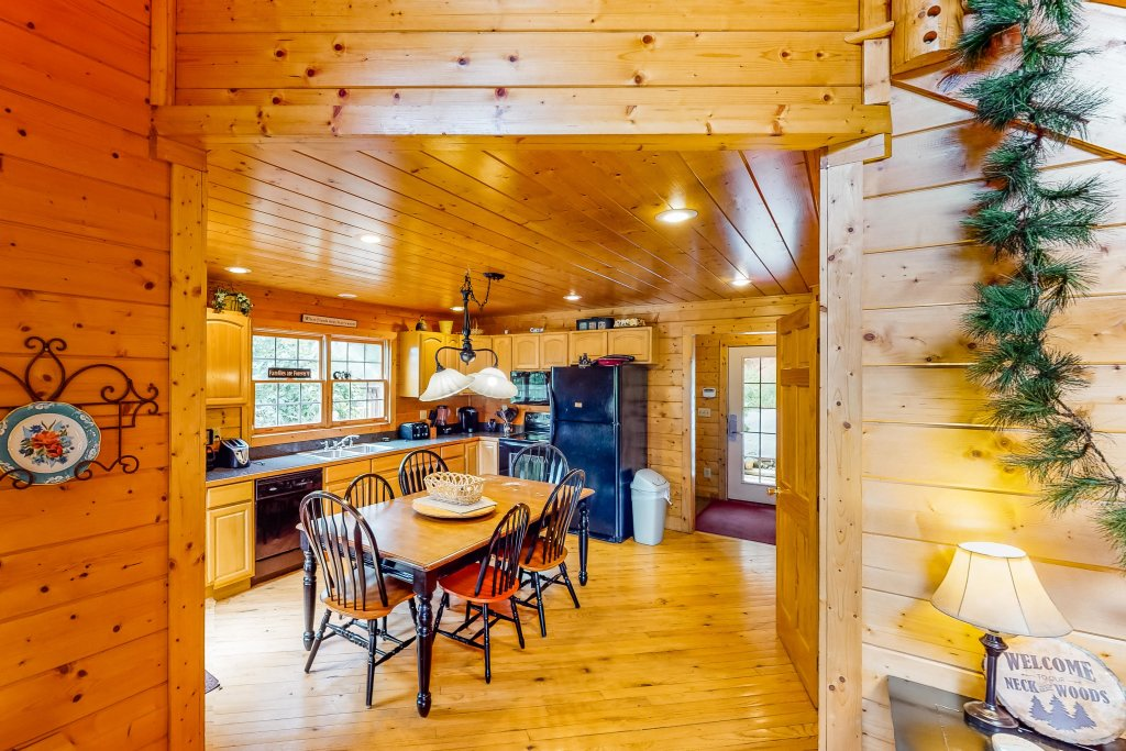 Photo of a Gatlinburg Cabin named Sugar Bear Retreat - This is the fourth photo in the set.