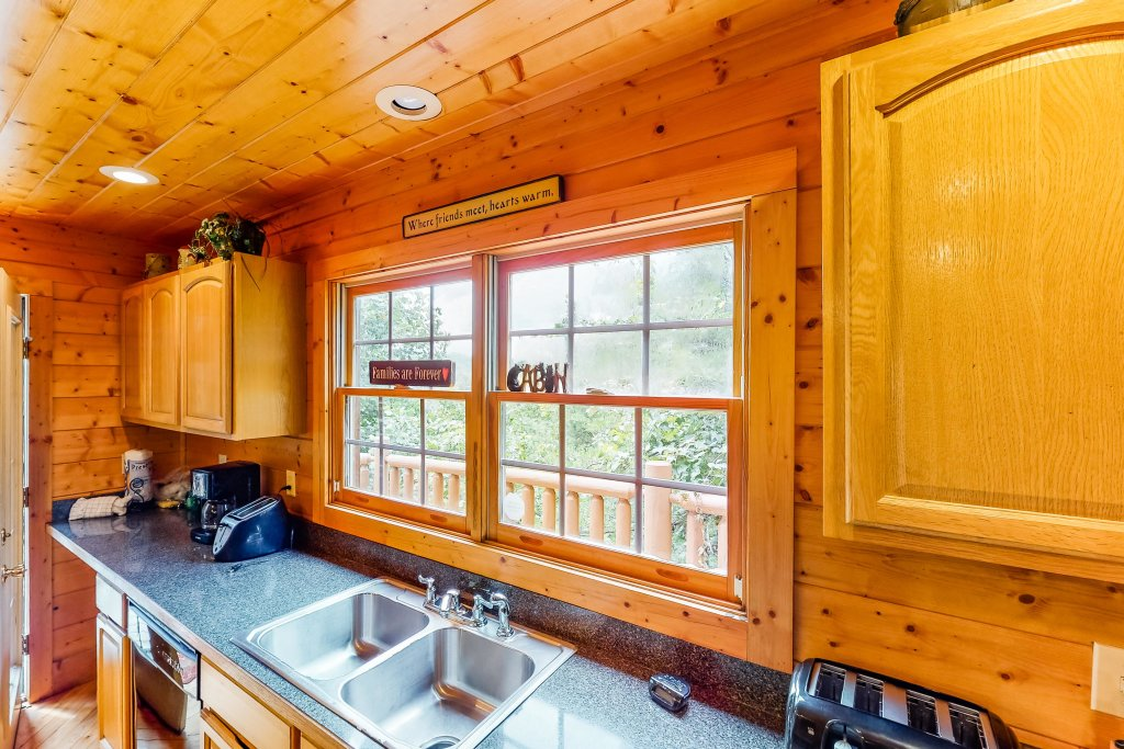 Photo of a Gatlinburg Cabin named Sugar Bear Retreat - This is the sixth photo in the set.