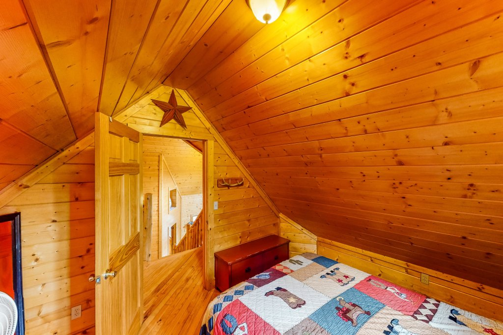 Photo of a Gatlinburg Cabin named Sugar Bear Retreat - This is the twelfth photo in the set.