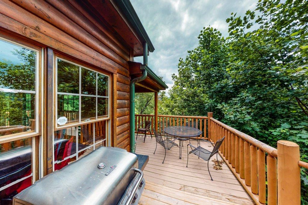 Photo of a Gatlinburg Cabin named Sugar Bear Retreat - This is the twenty-ninth photo in the set.