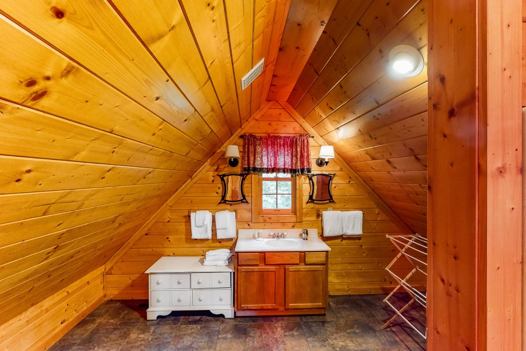 Photo of a Gatlinburg Cabin named Sugar Bear Retreat - This is the fifteenth photo in the set.