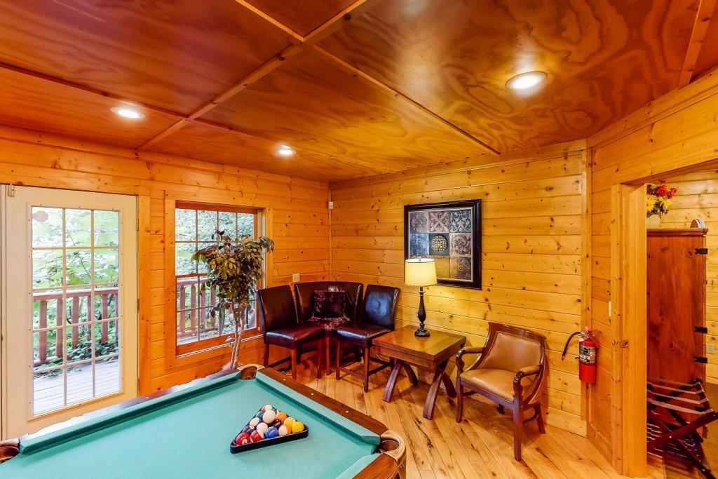 Photo of a Gatlinburg Cabin named Sugar Bear Retreat - This is the twenty-third photo in the set.