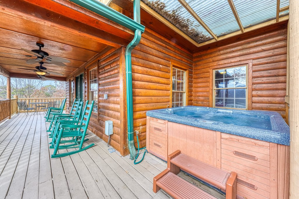 Photo of a Gatlinburg Cabin named Sugar Bear Retreat - This is the twenty-seventh photo in the set.