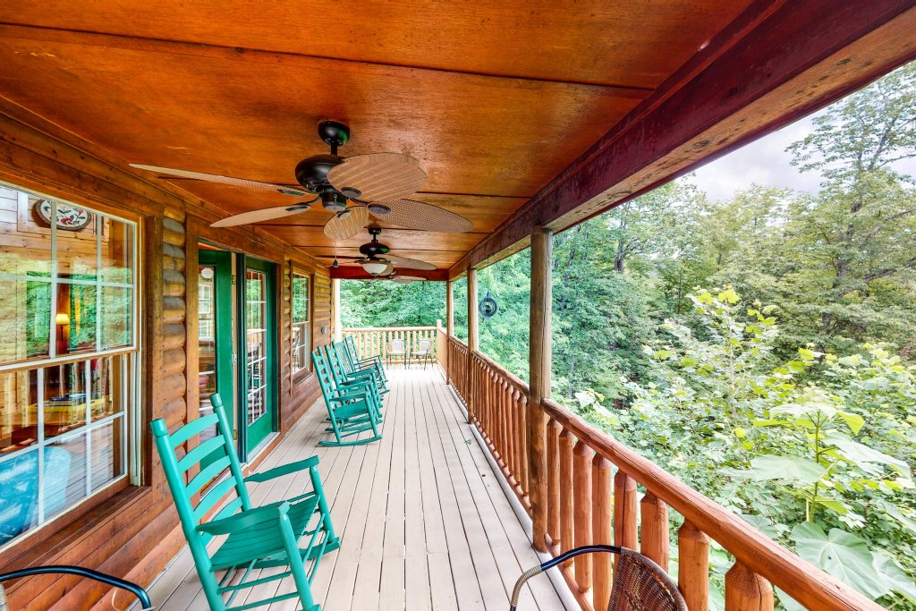 Photo of a Gatlinburg Cabin named Sugar Bear Retreat - This is the twenty-fourth photo in the set.
