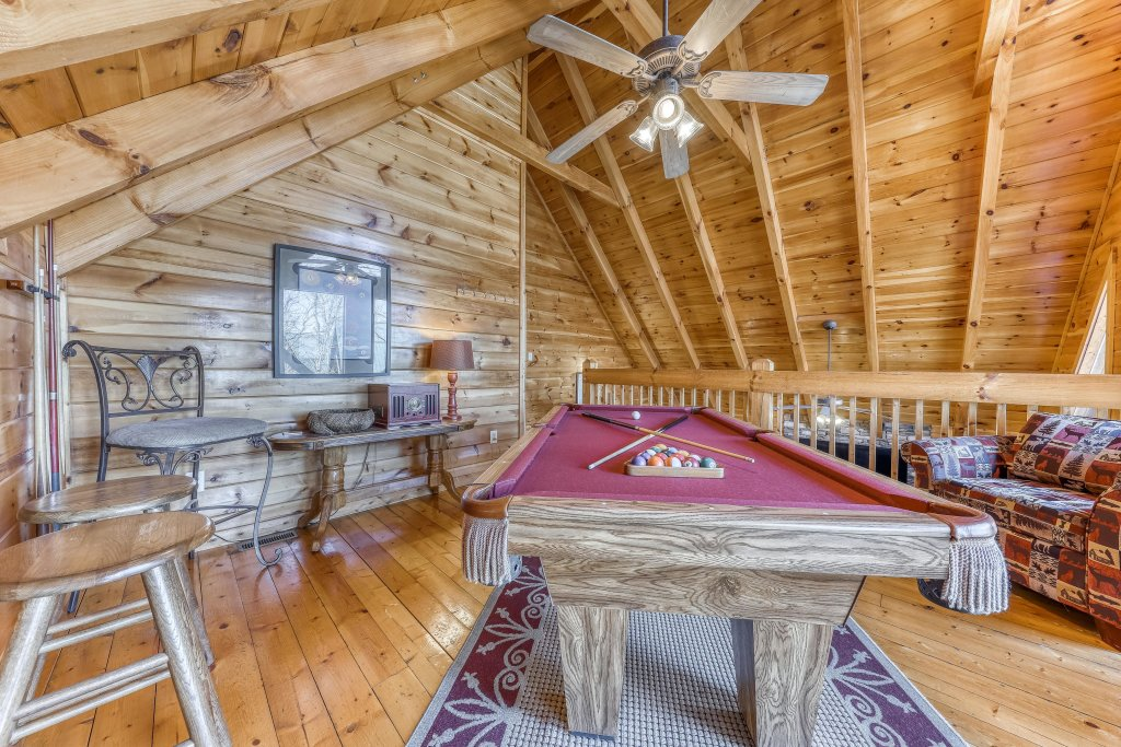 Photo of a Pigeon Forge Cabin named Holly Berry - This is the tenth photo in the set.