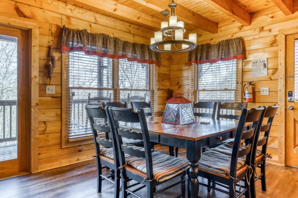 Photo of a Pigeon Forge Cabin named Holly Berry - This is the fifth photo in the set.