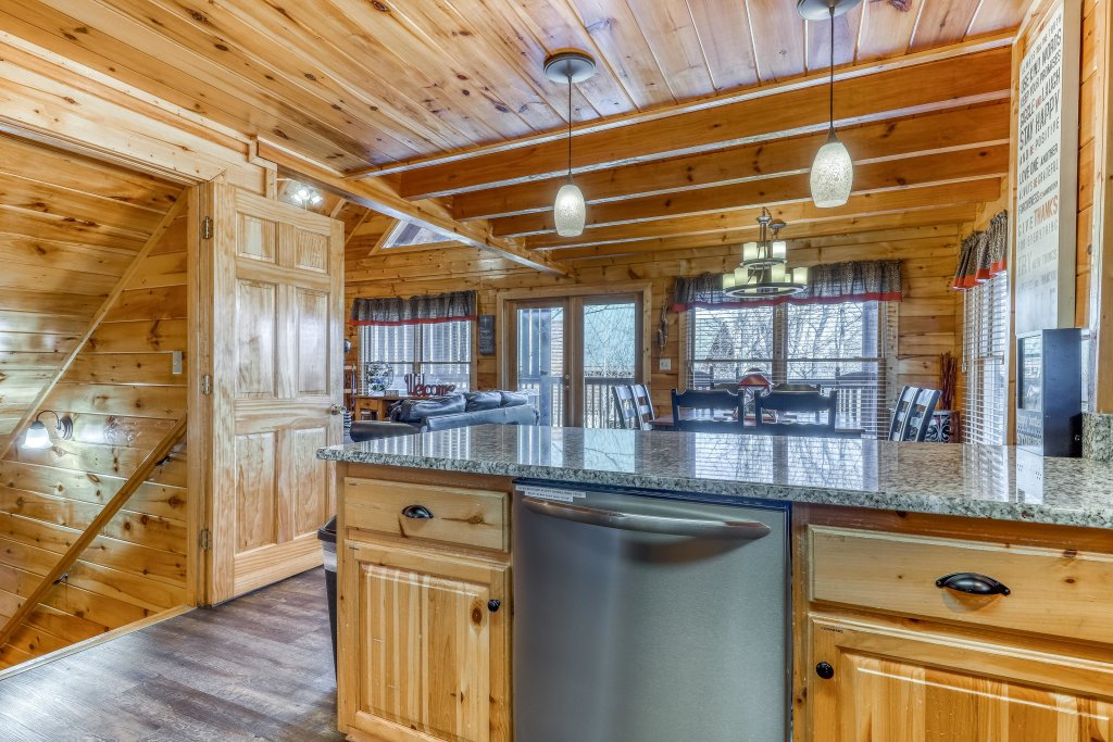 Photo of a Pigeon Forge Cabin named Holly Berry - This is the eighth photo in the set.